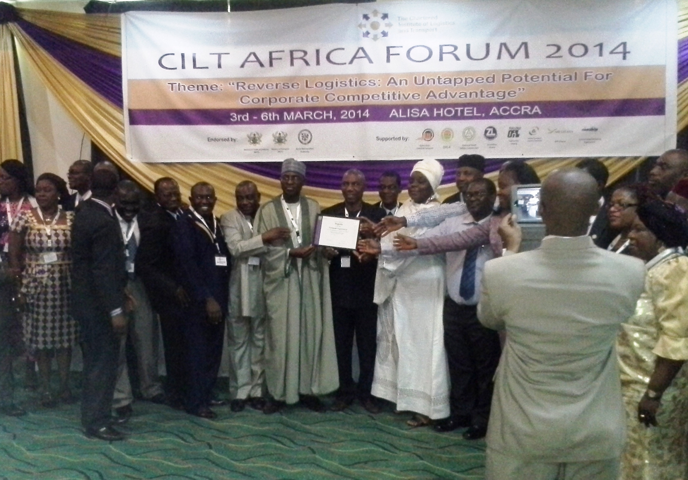 cilt-ng-natl-president-othr-ciltn-delegates-after-the-presentation-of-the-to-certificate-by-sec-gen-cilt-intl