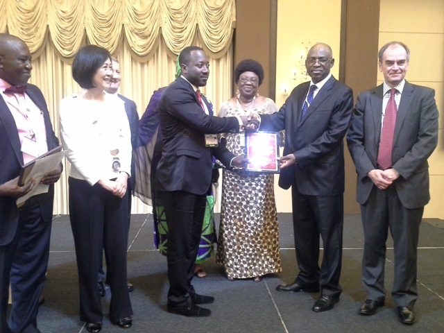 CILT Nig President Maj Gen UT Usman (Rtd) presenting an award to Rep of H.E. Gov of Plateau state