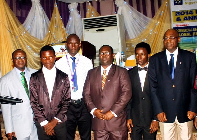 Nat'l President (R), Chairman, PDC (middle), the NED (L) & some of d contestants after d presentation of d winners of d debate
