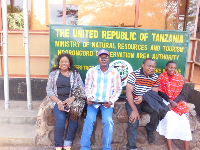 L-R- Mrs Mary Hamman, CMILT, Mr. Paul Ndibe, FCILT (Dy Dir, Finance & Admin, CILTN) & other participants @ d Ngorongoro Conservation Area during d Technical Visits