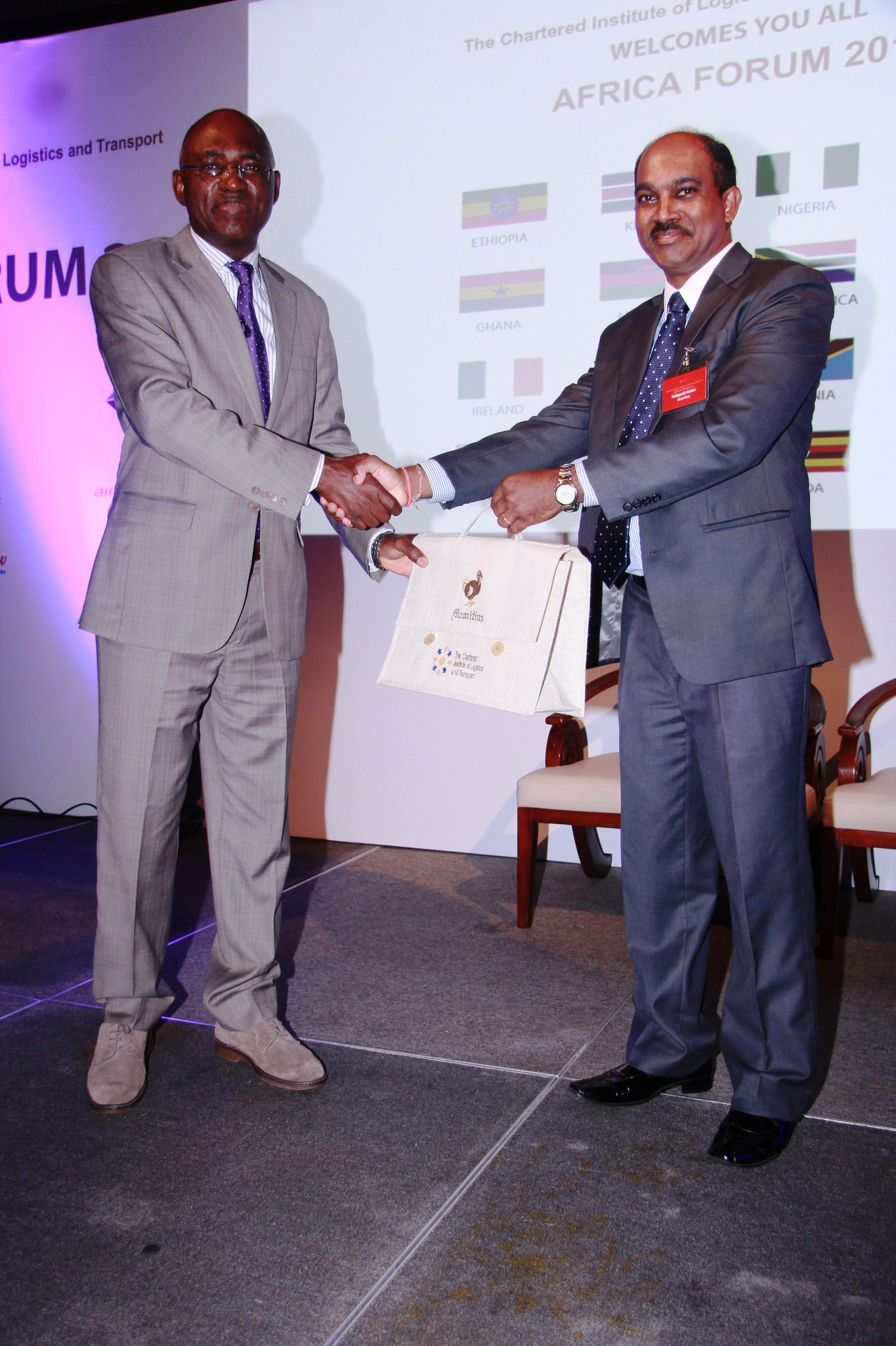 President CILTN & IVP, Africa, Maj Gen UT Usman (Rtd), receiving a souvenir from the Chairman of CILT, Mauritius, Mr. Naden Padayachi