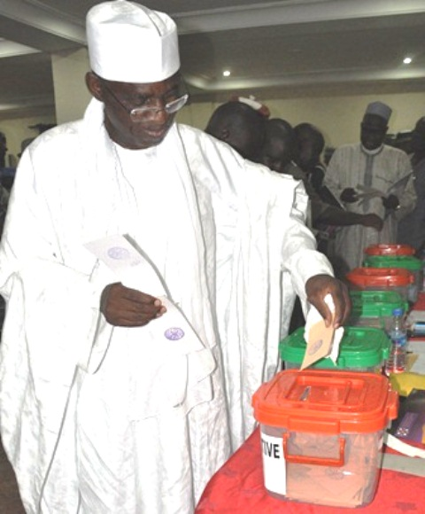 Maj. Gen. U.T Usman (Retd.), FCILT casting his vote at the 2016 AGM