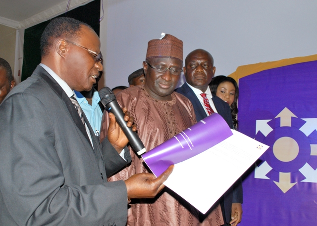 hon-minister-of-transport-middle-3rd-left-the-perm-sec-fmot-ned-cilt-nigeria-describing-the-concept-of-the-global-identity