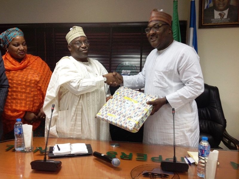 Mr. Bello Hasan, Executive Secretary-CEO of Nigerian Shippers' Council presenting a souvenir to the National President of CILT, Nigeria, Mr. Ibrahim Jibril during the courtesy visit