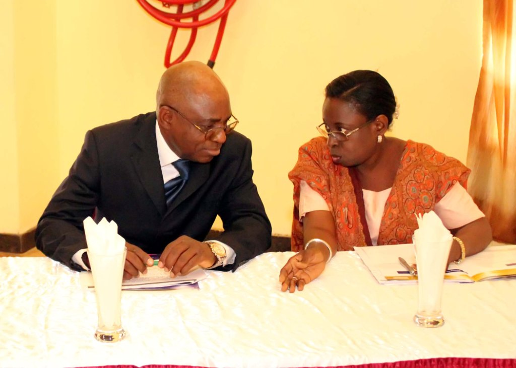Miss. A. Sonaike (GM, Western Ports, NPA) in a chat with the Nat'l President, CILTN, Maj Gen UT Usman (Rtd)