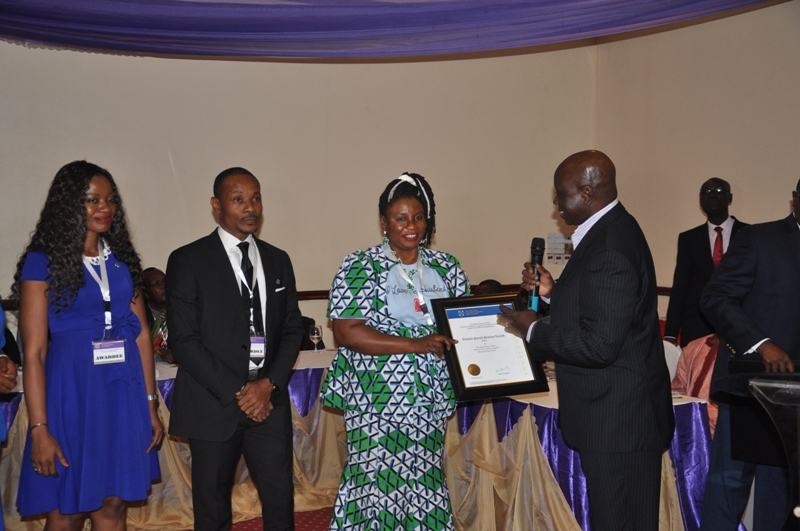 Maj Gen BT Oginni (Rtd), FCILT presenting an award to Ekeson Parcel Services Ltd