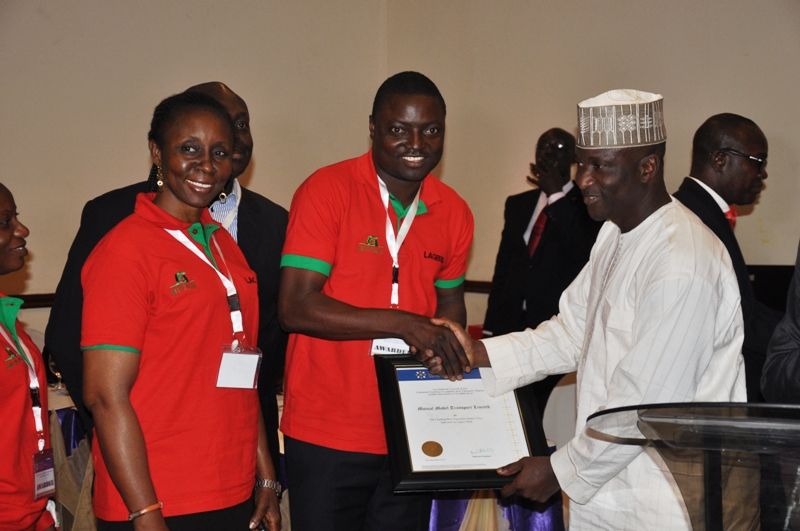 Presentation of award to Mutual Model Transport Limited